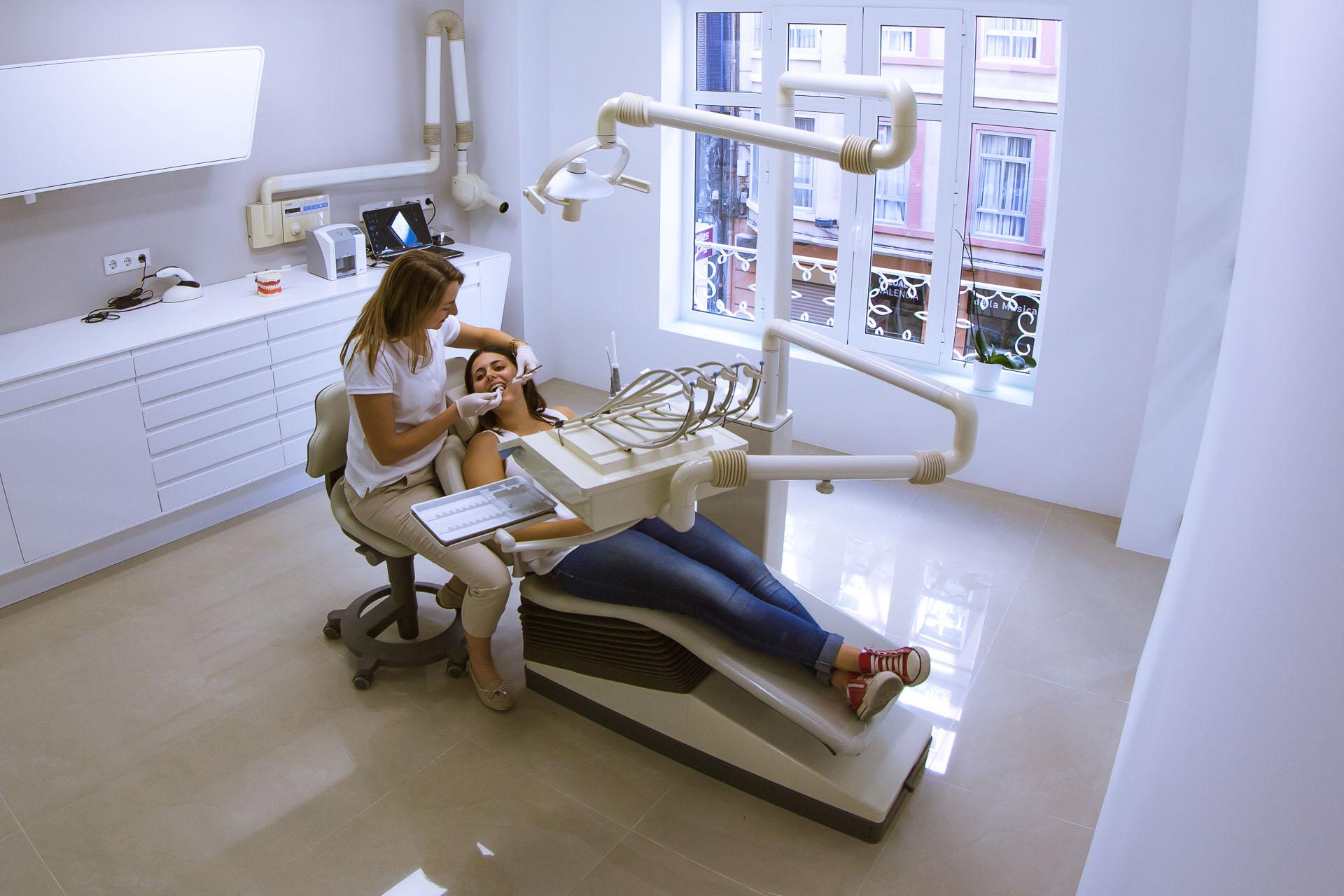Contacta dentista en valencia cl nica dental segovia en - Clinica dental segovia ...